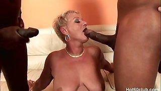 Mature Amanda fuked by two big black cock