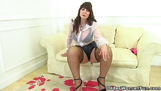 Scottish milf Toni Lace puts her dildo collection to good commensurate with explain