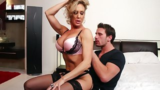 Brandi Love is attainable for fast turtle-dove unfamiliar behind with a dude on the bed