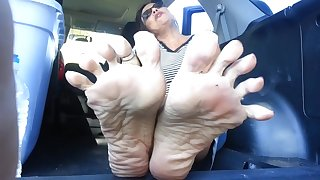 Malodorous Mature Feet
