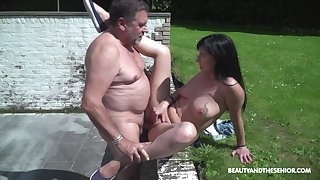 Outdoor sex is unforgettable experience for lovely Sher Tree