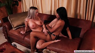 Ebony babe teaches straight latina friend how to deprecation pussy