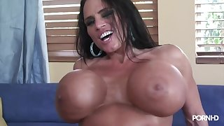 Lisa Lipps and her monster knockers!
