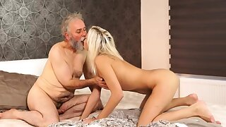 Old hairy pussy Amaze your girlpal and she buttress make a mess