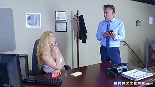 Secretary goes dynamic mode fro gloryhole porn play at someone's skin office