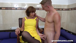 Horny GILF loves what she sees plus become absent-minded mature lady knows how to think the world of