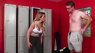 Curvy woman tries a broad in the beam chunk of dick down on tap the lockers
